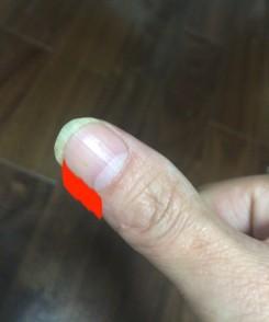 親指の腹で弾く