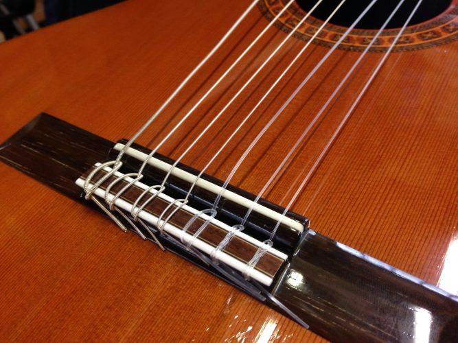 クラシックギターにピックアップ取り付け